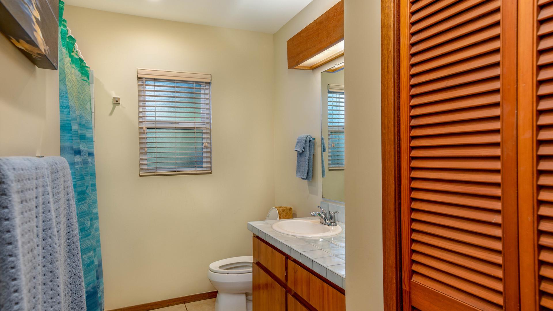 18-2nd bathroom.jpg