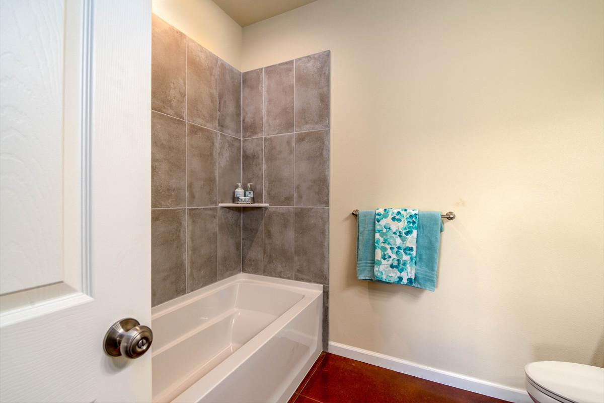14-2nd bath 1.jpg