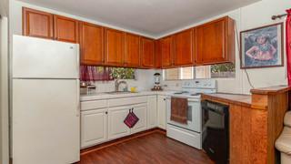 24-Ohana kitchen.jpg