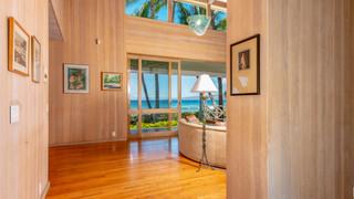 4-Living room entrance.jpg