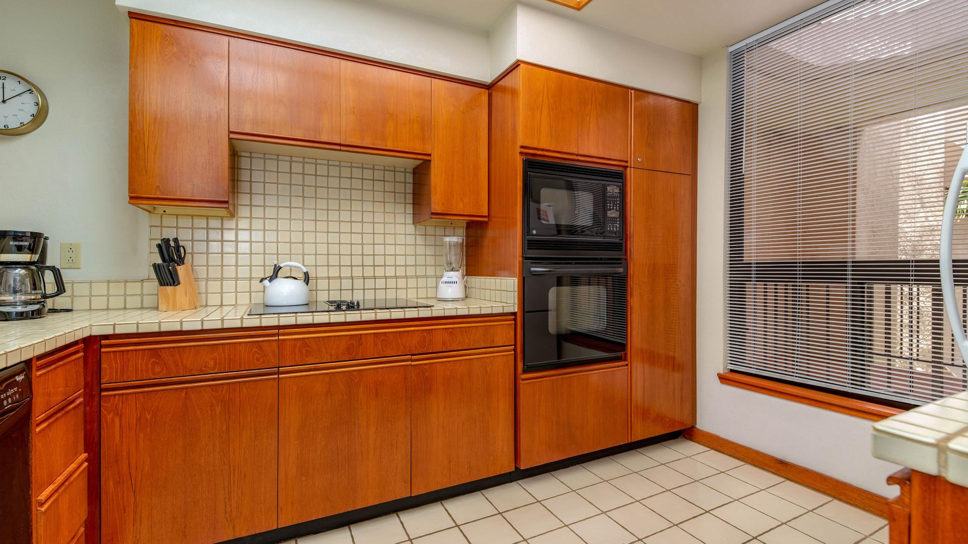 21-Kitchen 1.jpg