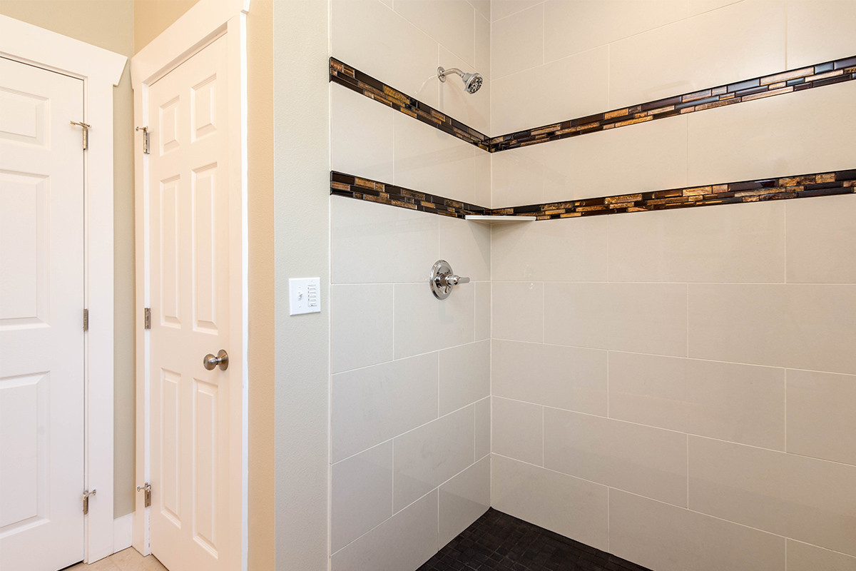 16-Master shower 1.jpg
