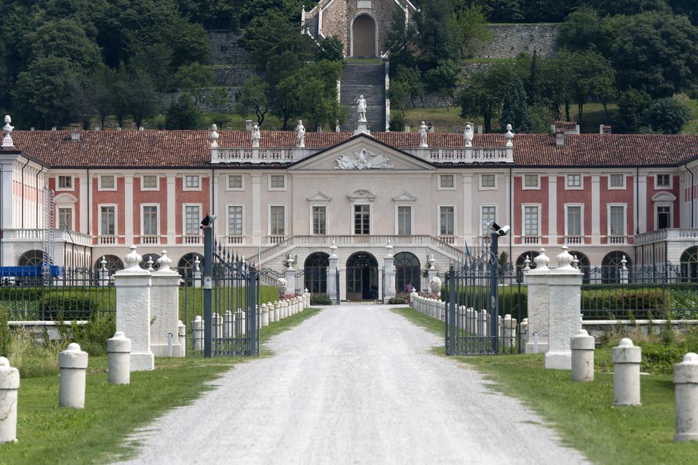 Villa Fenaroli 1.jpg