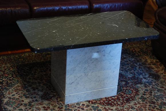 Bord med Carraramarmor underrede