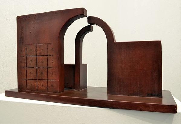 'Criptograma' 41,5x67x28 cm. fusta policromada