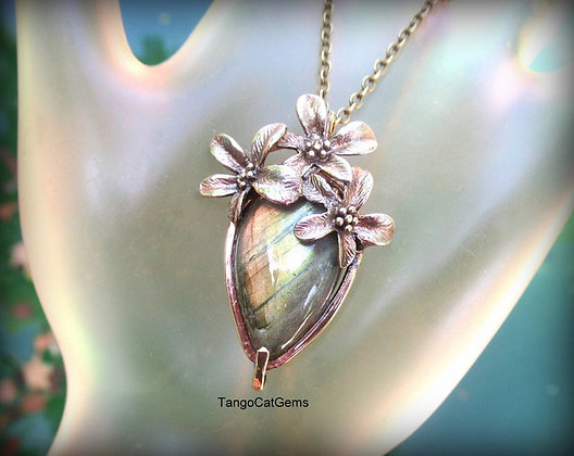 Flowers and Labradorite Pendant Necklace