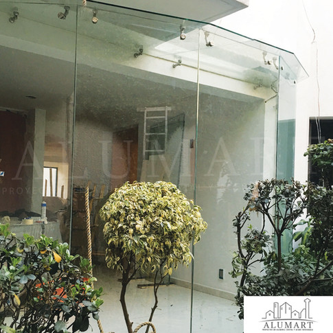 Ventana panoramica en cristal templado 10mm con herraje en acero inoxidable