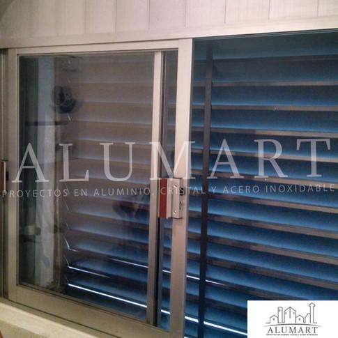 """ventana en aluminio natural 2"""" con cristal claro en 6mm"""