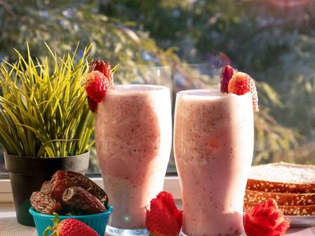 Medjool date-strawberry smoothie will make 🍓