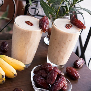 Medjool Date, Nut and Banana Smoothie!