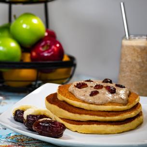 Pancakes banana-medjool date-greek yougurt topping