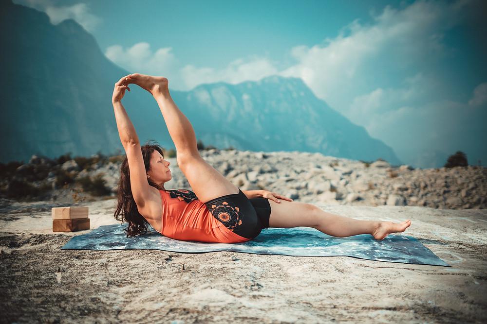 Supta Padanghustasana, balans między elastycznością i siłą