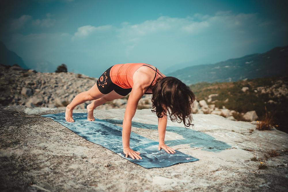Plank, czyli pozycja deski, jest asaną, która znalazła zastosowanie w treningu sportowców różnych dyscyplin