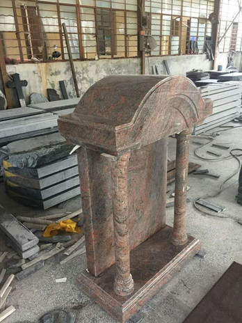 Monument funerar din granit rosu