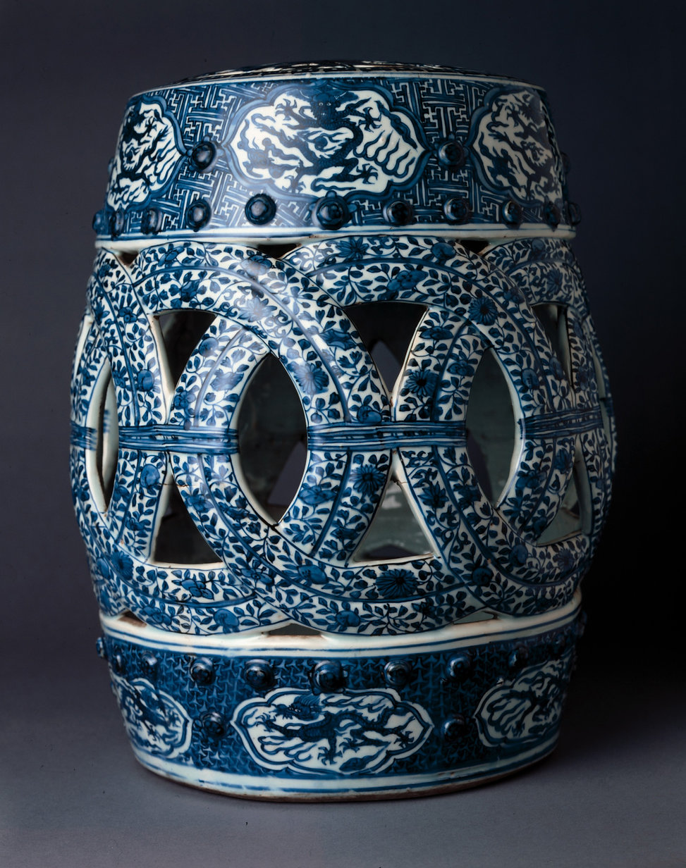 Side_view,_Barrel-shaped_blue-and-white_