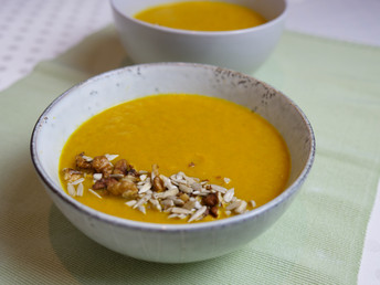 CARROT & CELERY SOUP WITH TURMERIC [VIDEO]