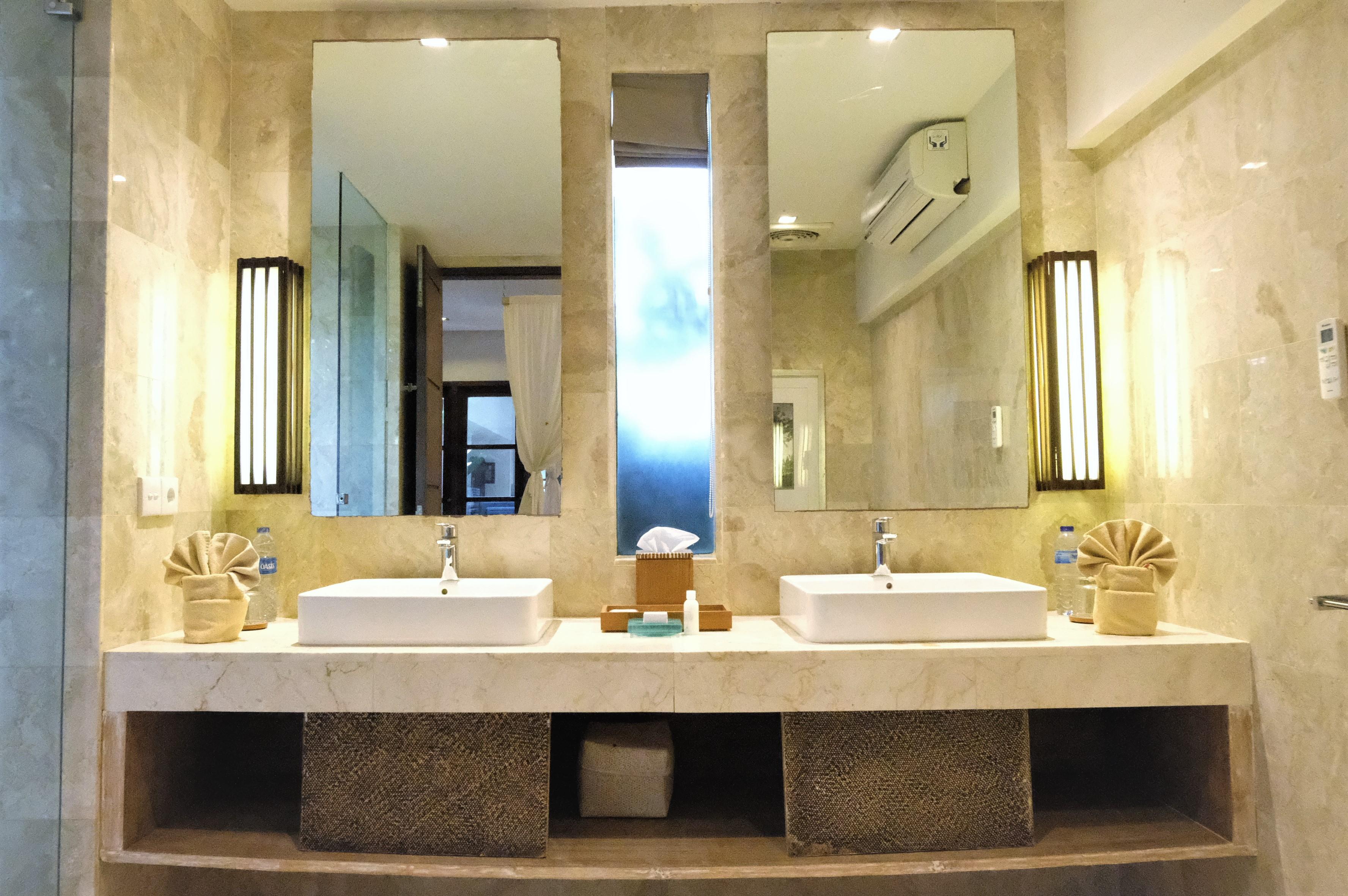 room 2 Vanity 2