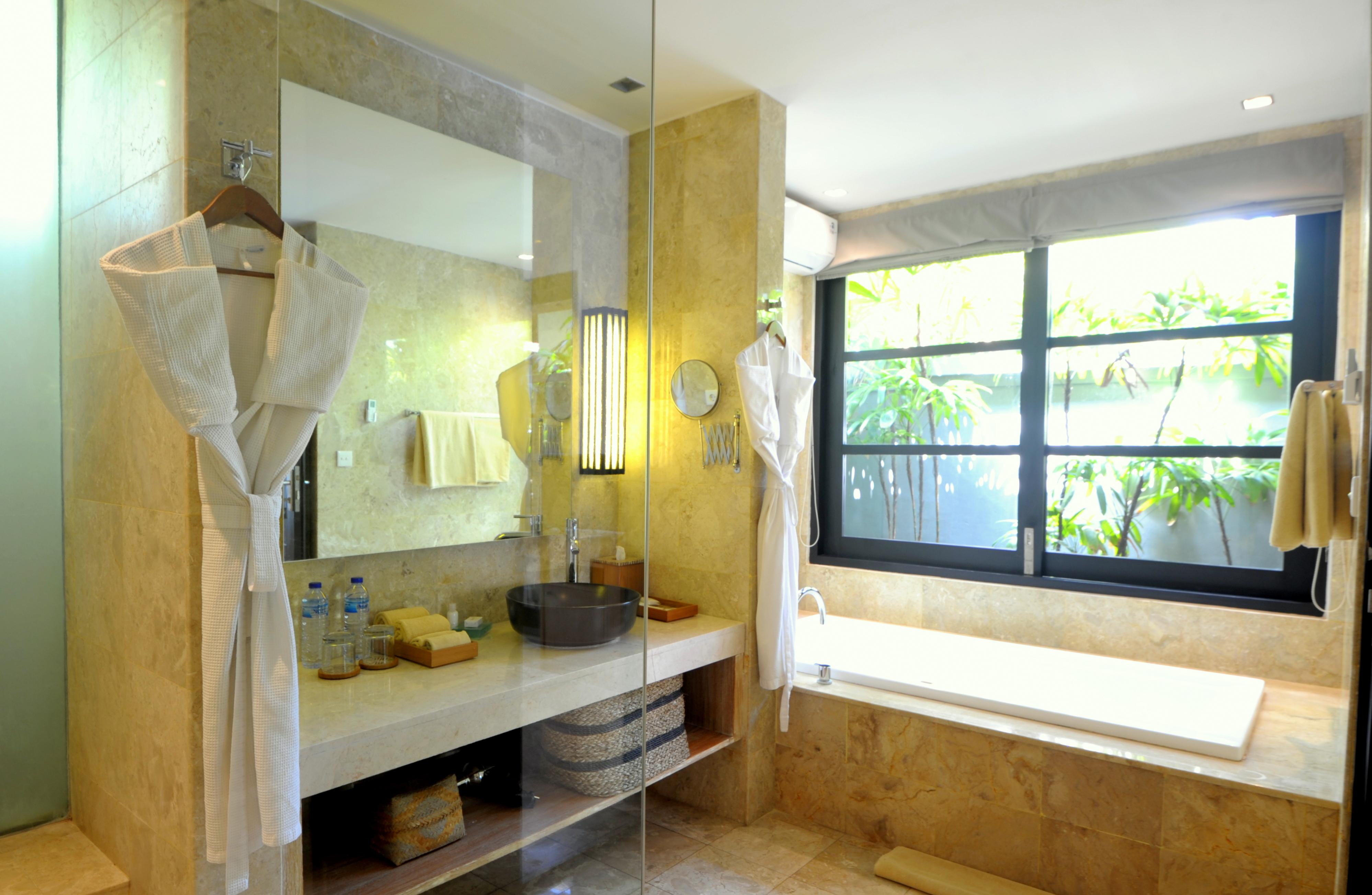 STD DBL Bathroom