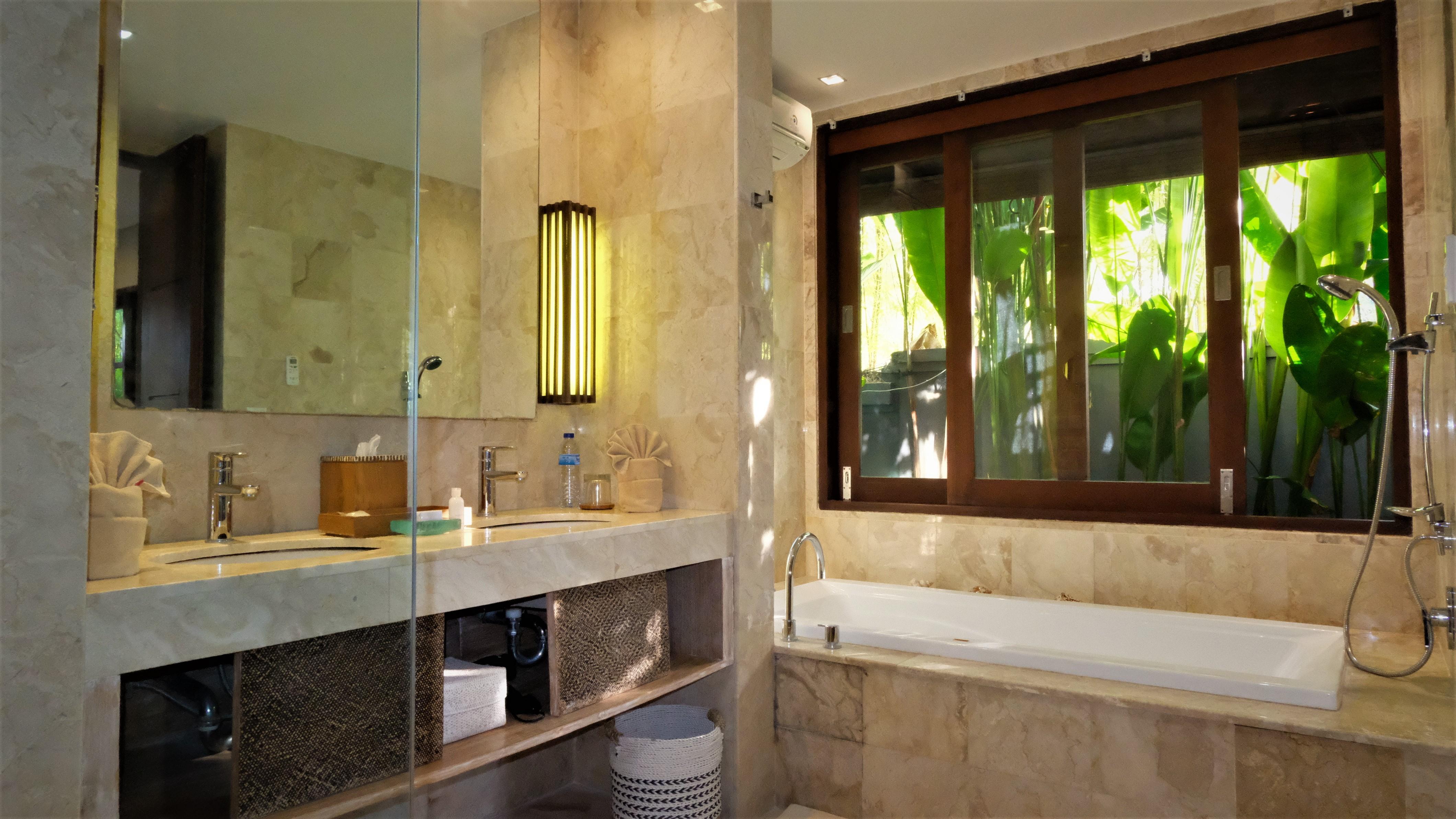 Room 1 bathtub