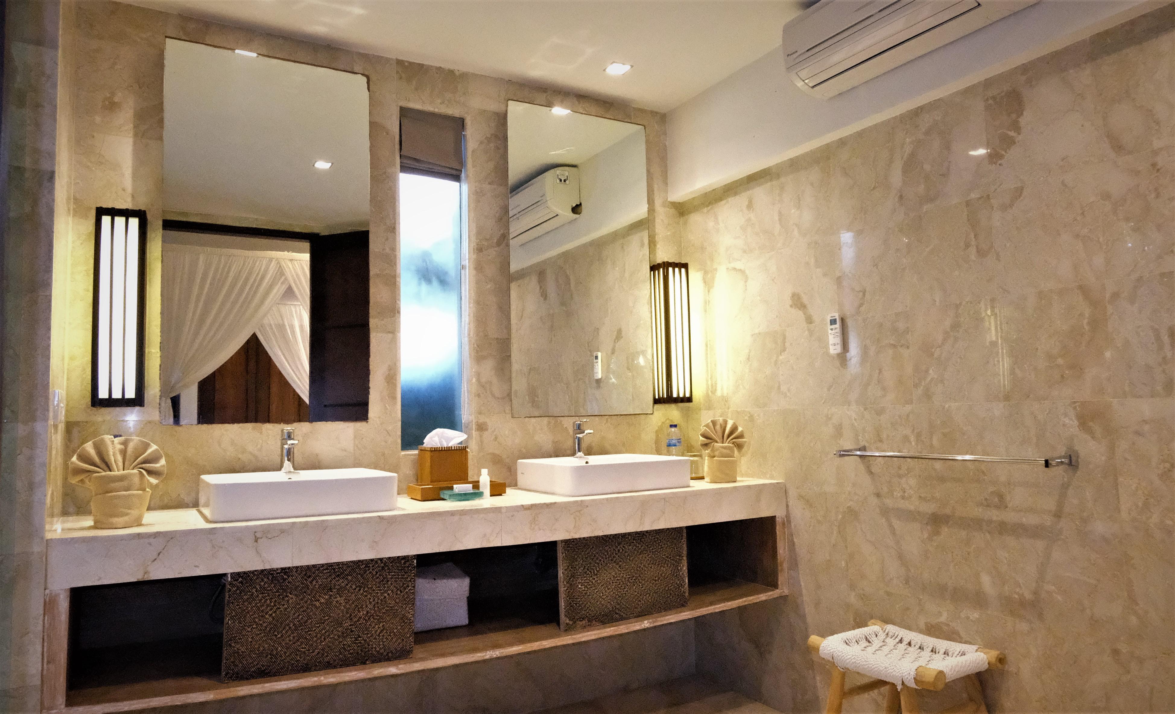 Room 2 Vanity