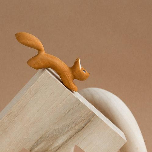 Izvetvey Wooden Squirrel With Built-In Magnets