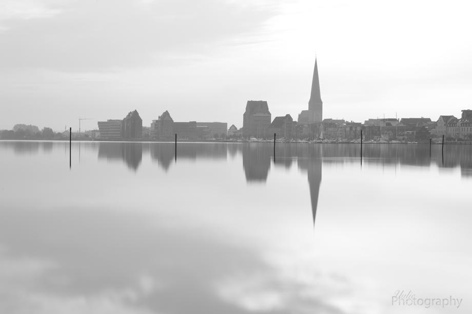 Rostock von Gehlsdorf im Morgennebel
