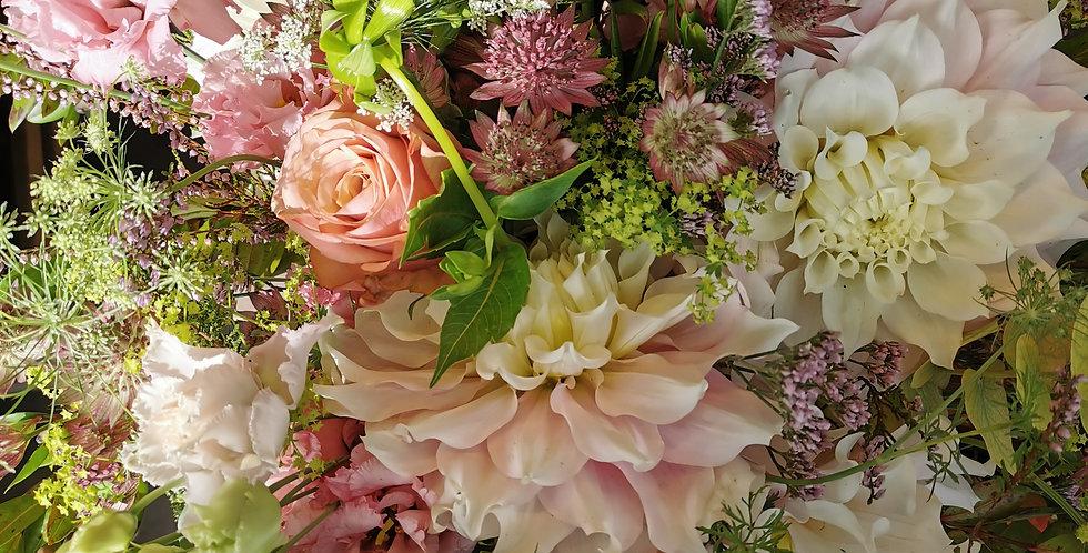 Bouquet pastel de fleurs de saison