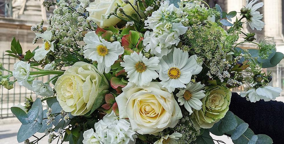Bouquet blanc de fleurs de saison