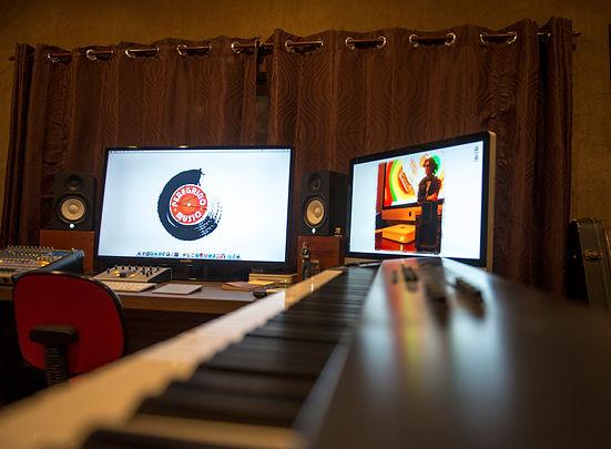 Gravação de LIVE para transmissão Online (máximo 7 músicos, distância de 1,5m entre músicos).