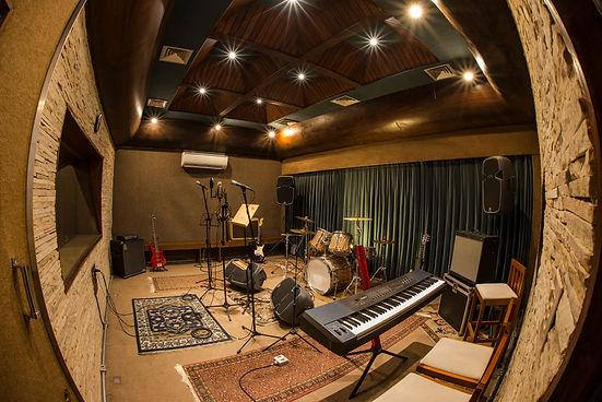 Ideal para bandas e artistas solo que já tenham o trabalho muito bem definido e ensaiado e estejam preparados para gravar.  Pode ser usado também para gravação de demos, voz e violão e projetos menores.
