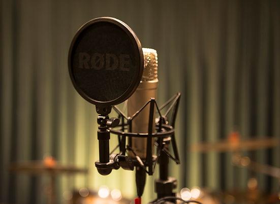 A melhor escolha para artistas que não têm banda mas querem um trabalho com arranjos do estúdio com alta qualidade por um preço mais econômico.