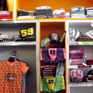 חנות מותגי אופנה בשדרות
