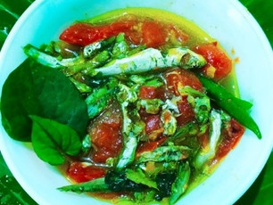 Boiled Fish with Fish-mint leaves