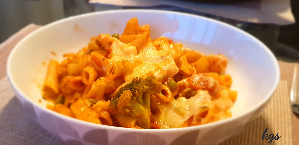 Cheesy penne pasta with broccoli, cauliflower, carrot and sweetcorn