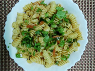Quick & Easy Breakfast Pasta (Indian Style)
