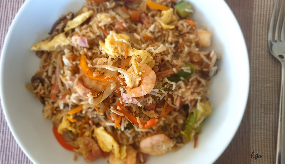 Fried rice with vegetable, egg, prawn & smoked bacon
