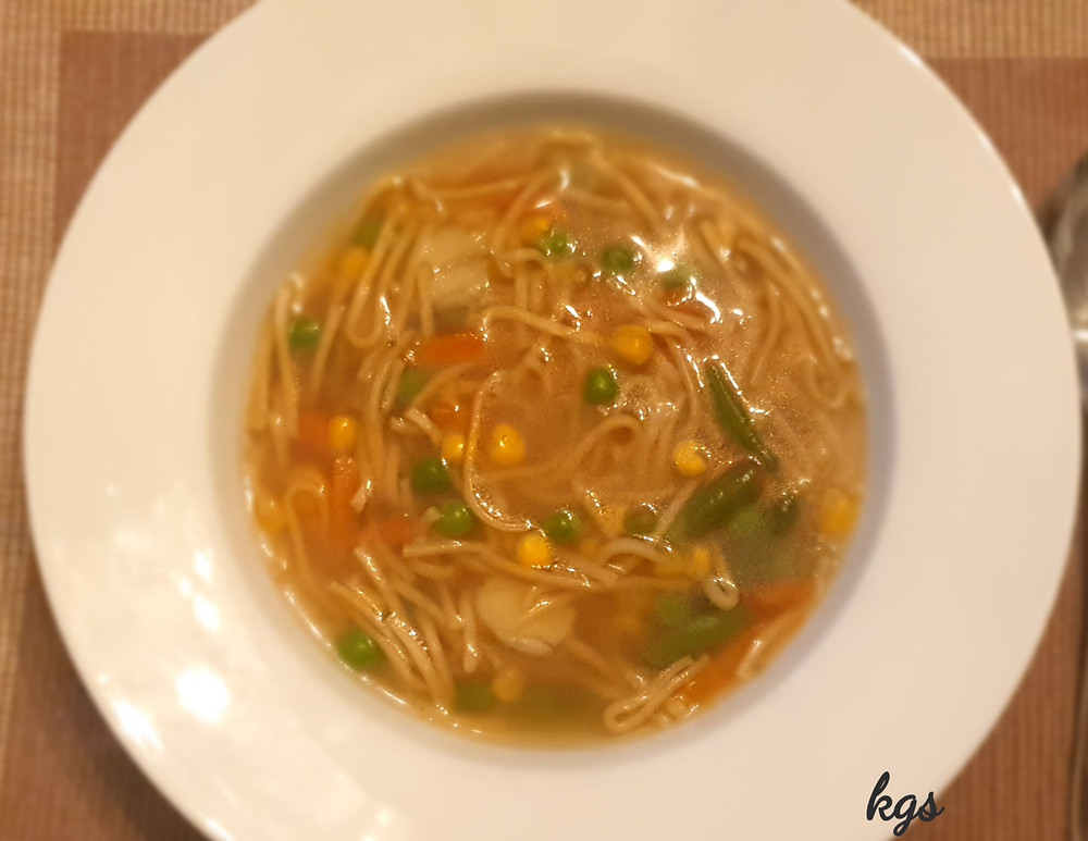 Soupy noodle with mixed vegetable and garlic