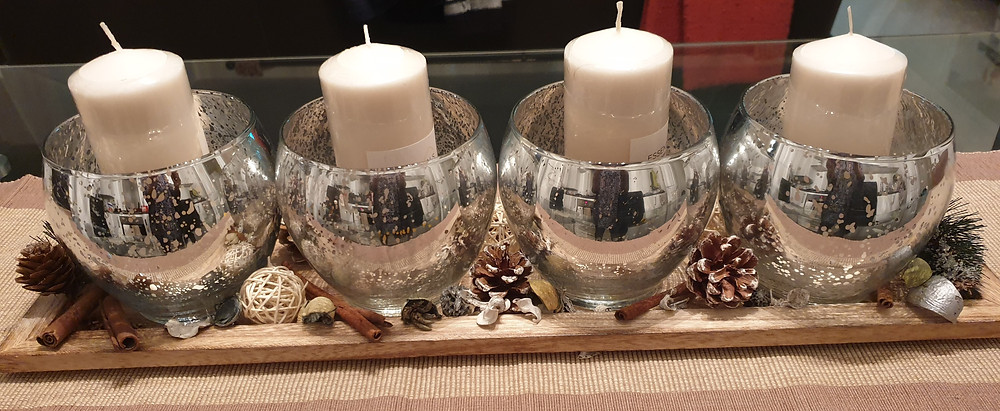 Decorative candle set with wooden tray