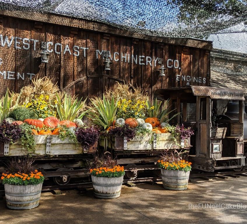 Knott's Berry Farm Decor