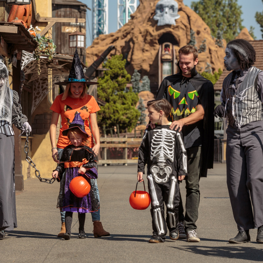 Taste_of_Fall-O-Ween_Family_Costumes