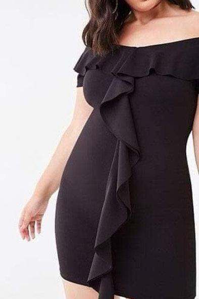 Sleeveless ruffle down plus black dress