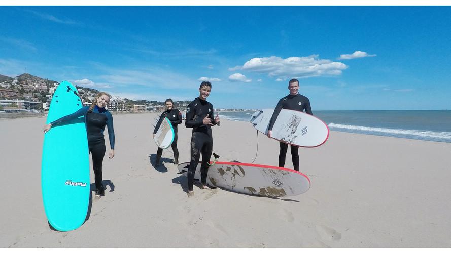 Beginner surf board rental in Castelldefels