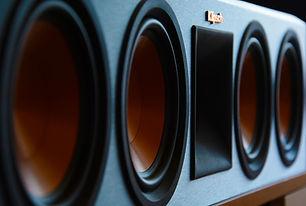speakers-3616489_1920.jpg