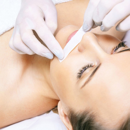 Haarentfernung: Waxing versus Laser