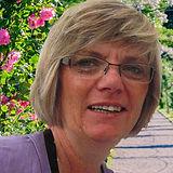 Margit Kresin: Frau mit blondgrauen Haaren und Brille