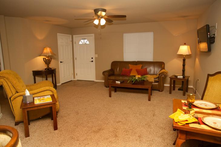 Penn Place Livingroom IMG_0124.jpg