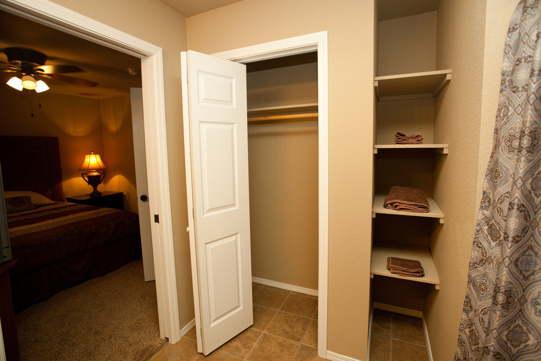 Penn Place Profesional Closet-shelves IM
