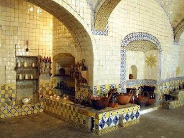 Cocina del ex-convento de Santa Rosa, cubierta totalmente en azulejo de Talavera.