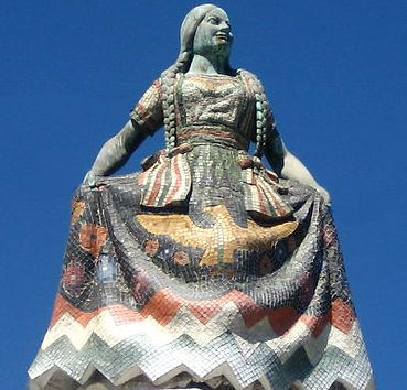 La fuente de la China Poblana, está cubierta de azulejo pequeño de Talavera.