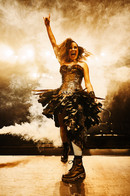 Carly Bettinson as Oz